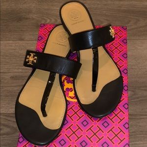 Tory Burch Kira Thong Leather Sandal - Black